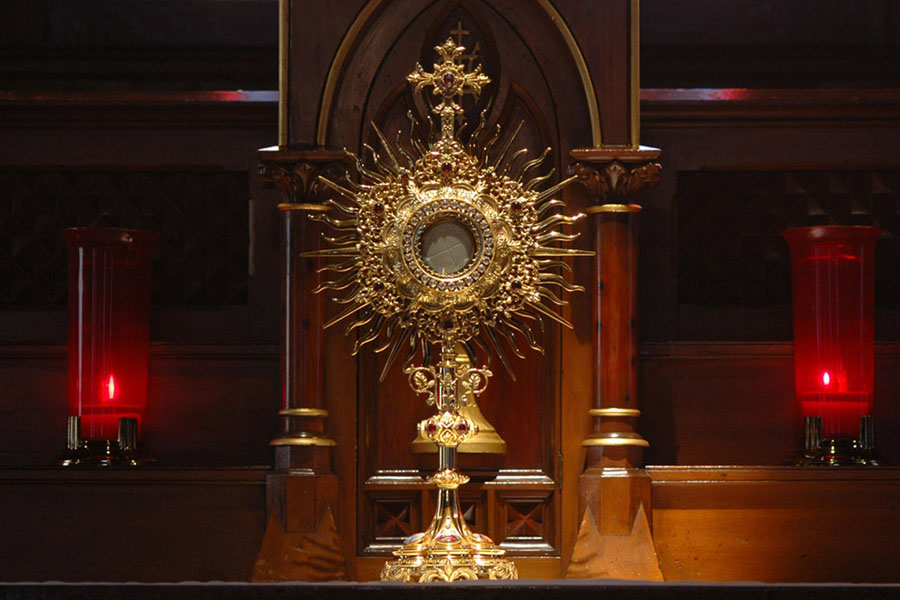 Adorazione eucaristica in Quaresima Comunità di Famiglie
